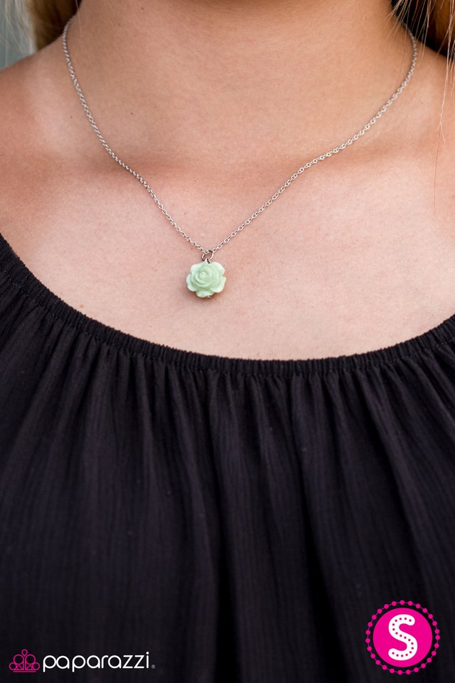 95fe2db0 Paparazzi Accessories: Summer Rose - Green