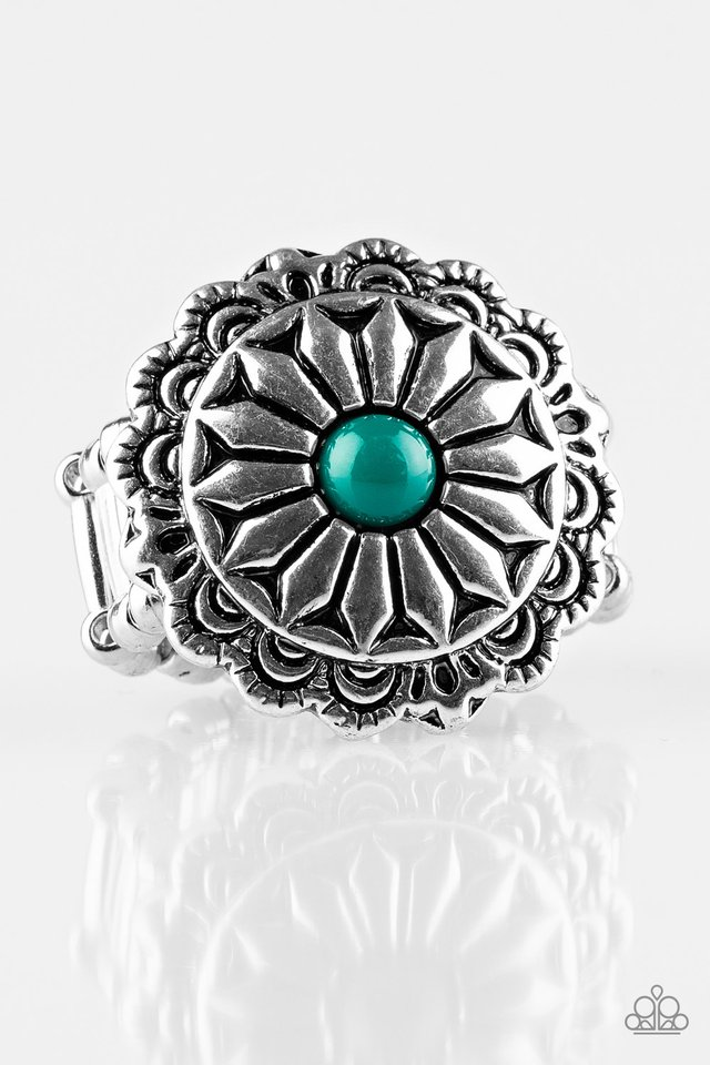 Daringly Daisy - Green - Paparazzi Ring Image