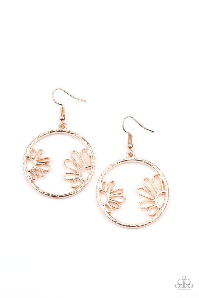 Demurely Daisy - Rose Gold - Paparazzi Earring Image