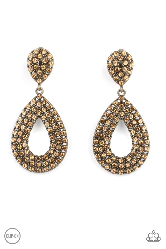 Pack In The Pizzazz - Brass - Paparazzi Earring Image
