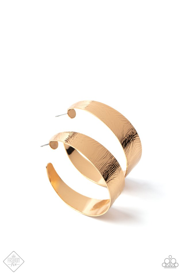 Curve Crushin - Gold - Paparazzi Earring Image